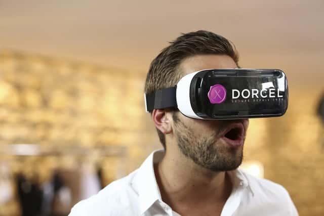 Marc_Dorcel_VR_experience_casque