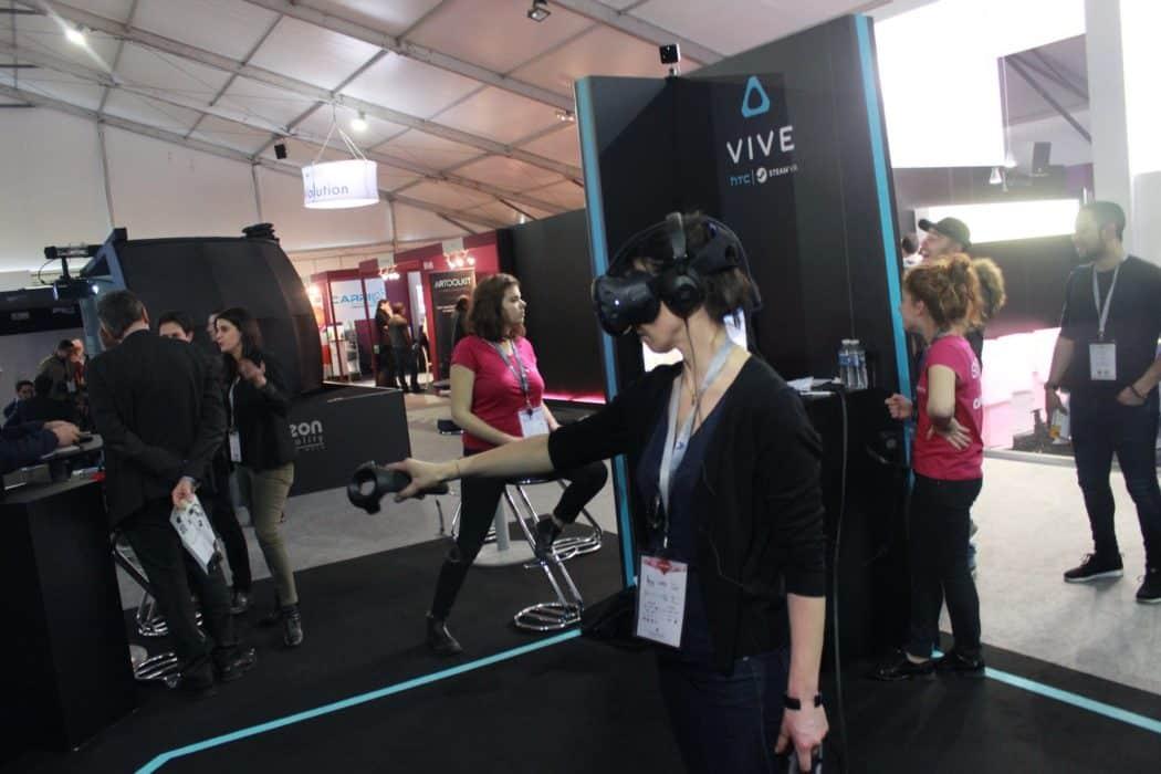Laval virtual le salon des technologies de demain cr 2016 for Salon des technologies