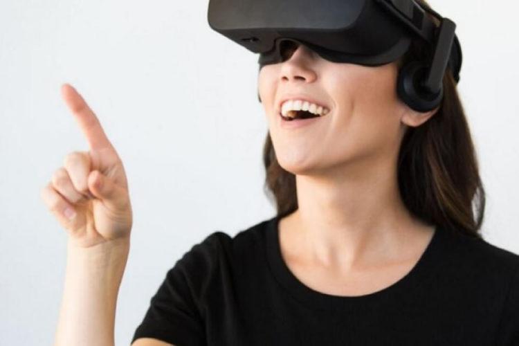 Microsoft casque realité virtuelle moyen gamme configuration nécessaire
