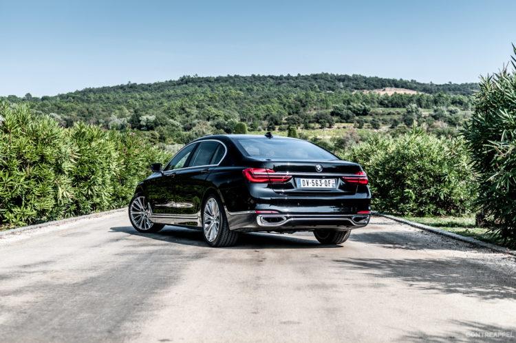 BMW automobile voiture CES véhicule transport technologie hologramme tableau de bord contrôle contact connecté autonome recherche présentation intégration retour haptique pad configuration service