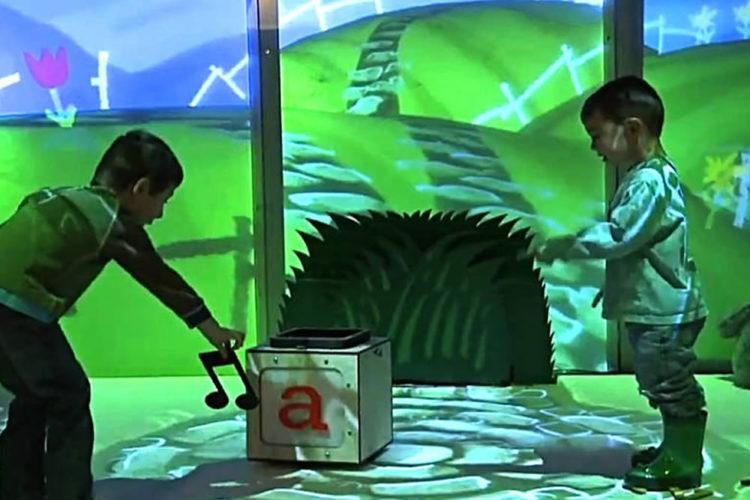 CAVE réalite virtuelle salle immersive