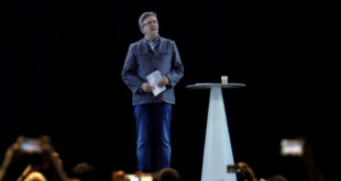 Hologramme Jean-Luc Mélenchon meeting paris Lyon Aubervilliers