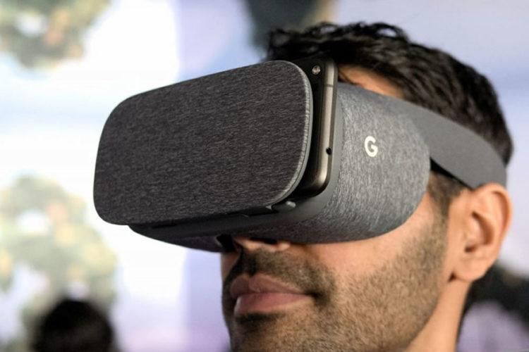 Patienter pour acheter un casque de réalité virtuelle VR