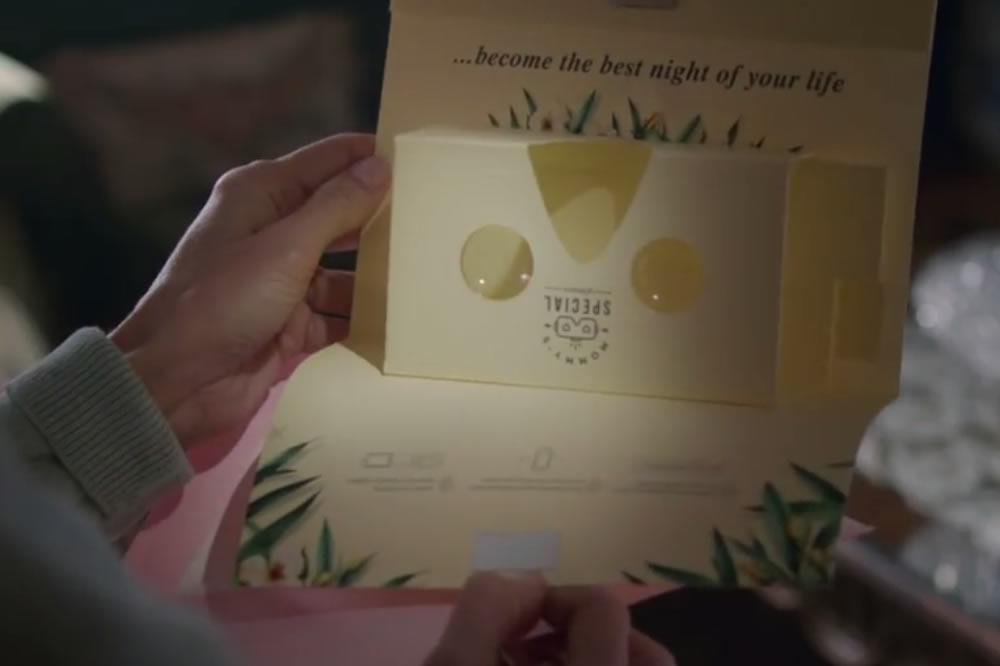 Cardboard Pornhub fête des mères