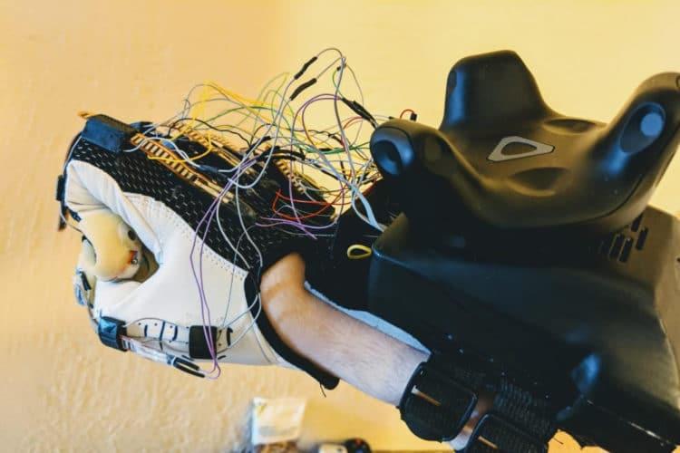 Maestro gantes pour le toucher en VR Contact CI