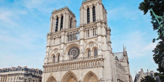 Notre Dame De Paris Orange Va Créer Une Visite Virtuelle