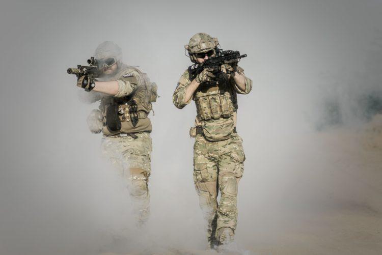 soldats attaque nucléaire