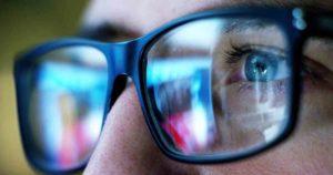 Casques de réalité virtuelle et lumière bleue : quels risques pour vos yeux